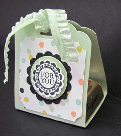 Scalloped Tag Topper Punch 002